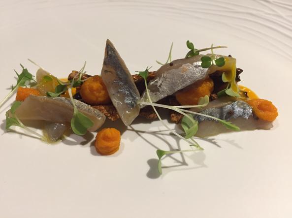 Sgombro, corteccia di carota, semi di senape e maionese al miele