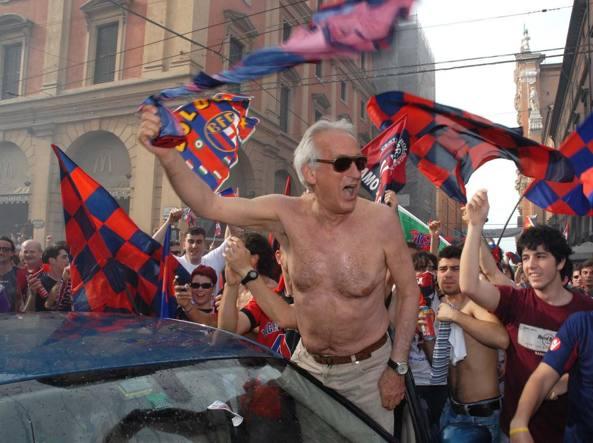 Monza: antifascisti attaccano CasaPound, lanci di sampietrini e bottiglie