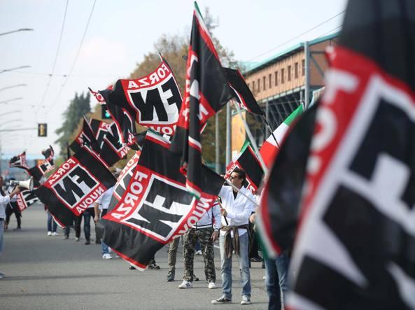 Bologna, scontri tra polizia e antifascisti